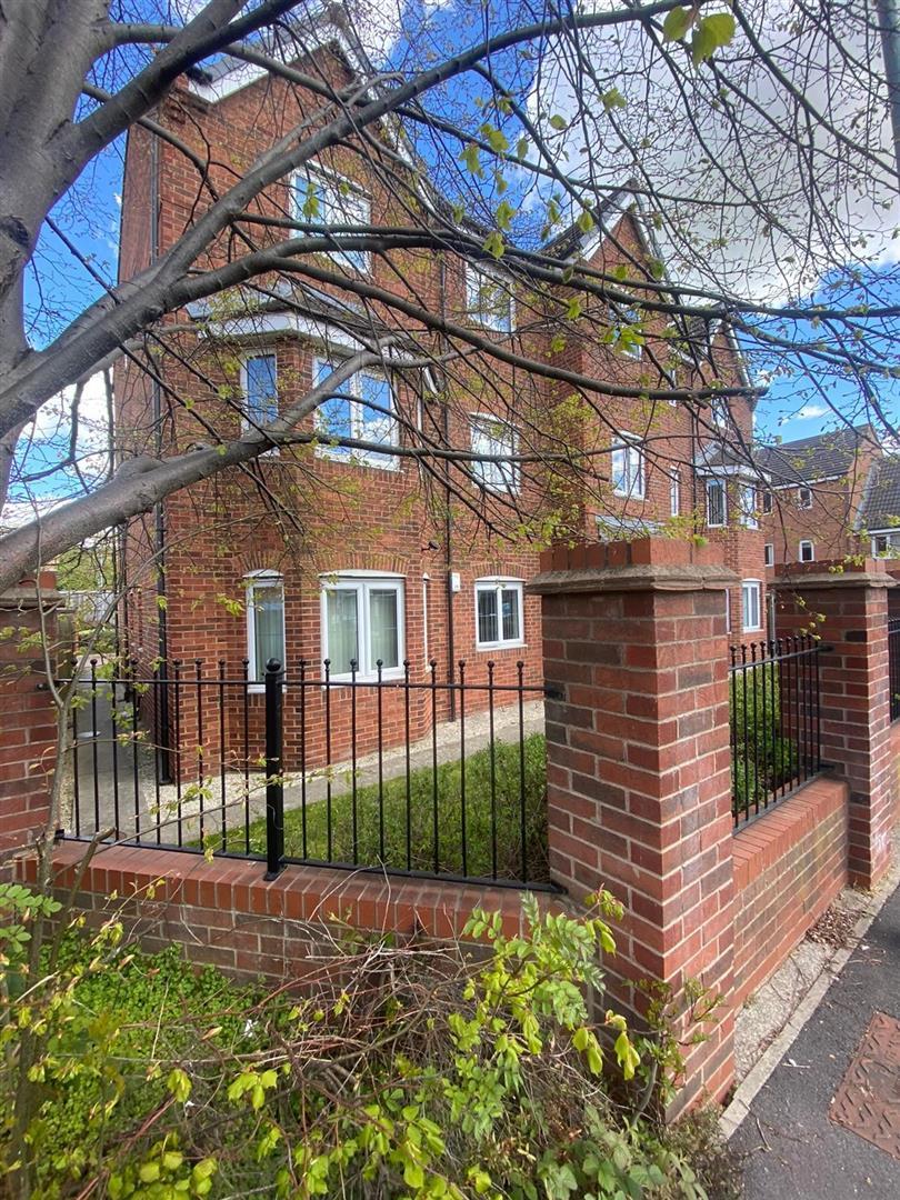 2 Bedroom Block Of Flats For Sale - 6.jpg